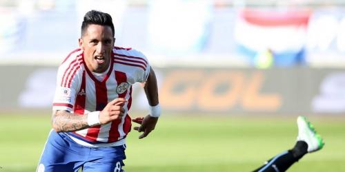 Uruguay y Paraguay avanzaron a cuartos de final (1-1)