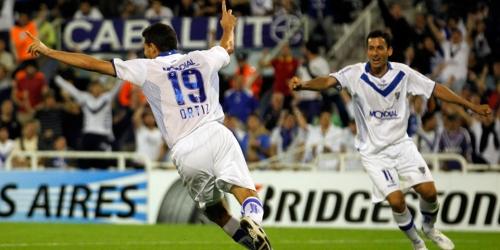 Vélez Sarsfield y Universitario avanzaron a cuartos