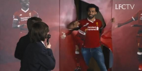 (VIDEO) Niños fans del Liverpool conocen a Mohamed Salah en vivo