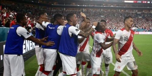 (VIDEO) Perú golea a Chile por partido preparatorio