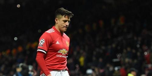 Alexis Sánchez la pasa mal en el Manchester United