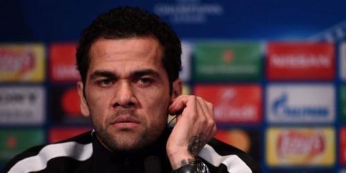 Cruce de palabras entre Dani Alves y Balotelli por el fallecimiento de Astori