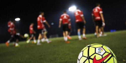(FOTO) La Liga de España estrena balón en invierno