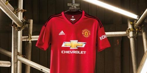 (FOTO) Manchester United presenta su nueva camiseta