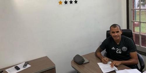 (OFICIAL) Sergio Otálvaro renovó su contrato con Olimpia
